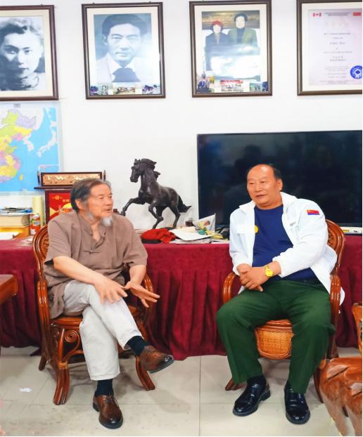 韩昊轩主席一行应邀拜访著名画马名家徐朝庭