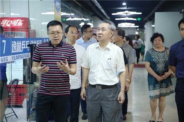 关注直播电商行业的发展,上海市商业联合会一行领导到访芯麟兽科